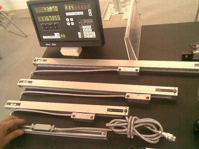 仪器配件 计数光栅尺 > 万濠光栅尺  光栅尺通过摩尔条纹原理,通过